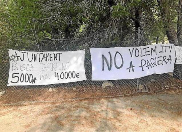 Anti-ITV banners in Peguera.