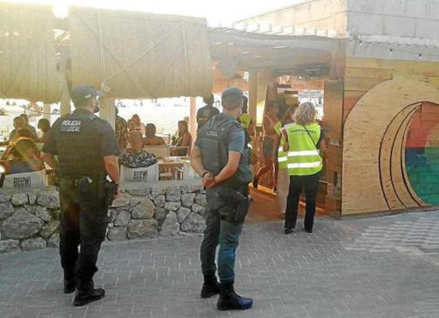 Police & Guardia Civil inspecting premises in Calvia.