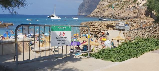 The barrier at Cala Molins