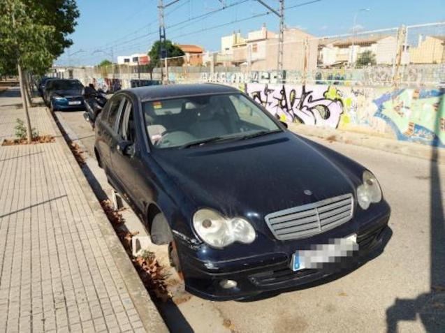 An abandoned car in Palma.