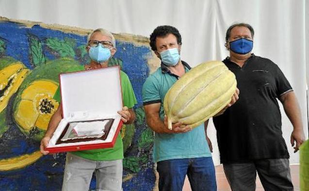 Bernat Andreu & Sebastià Jaume with winning melon.
