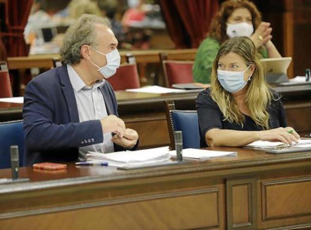 Martí March, Education Minister & Patricia Gómez, Health Minister in Parliament.