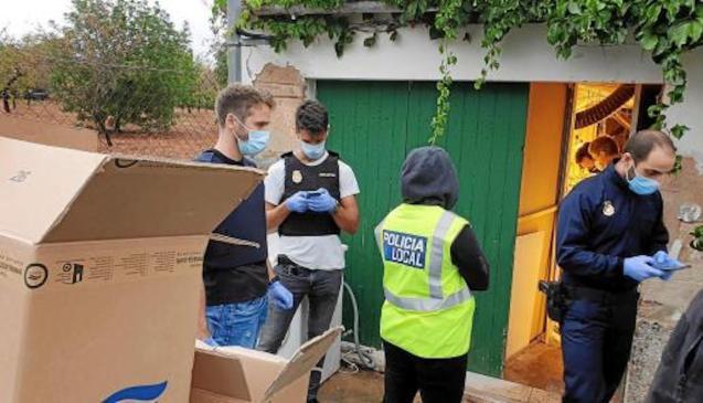 Police Raid a property in Secar de la Real.