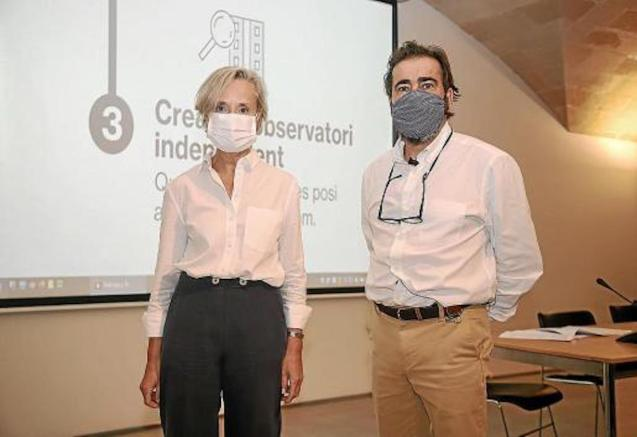 Marta Vall·Llossera, Dean of the College of Architects & Ignasi Salas, President of the Demarcation of Mallorca presented data of projects approved between January and August 2020 on Wednesday.