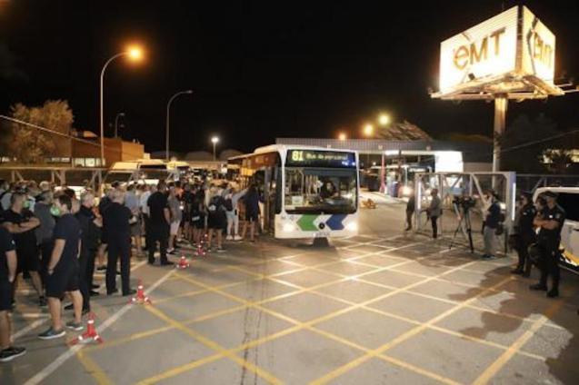 Long queues at bus stops in Palma.