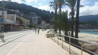 Puerto Soller at the end of April.