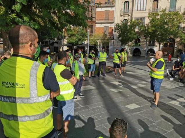 EMT Workers in Plaça d'Espanya, Palma.