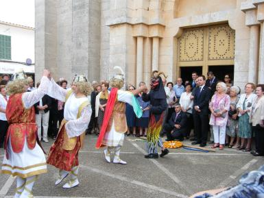 The fiestas of Sant Miquel in Calonge with the dances of the archangels and the demon.