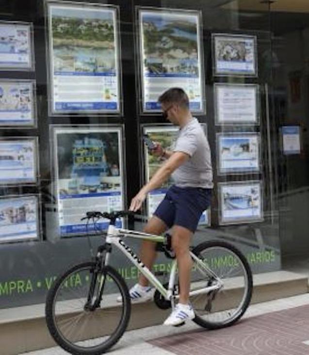 Estate Agent window in Palma.