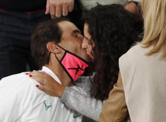 Rafa Nadal kissing his wife, María Francisca Perelló.