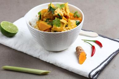 Yellow Thai curry with chicken.