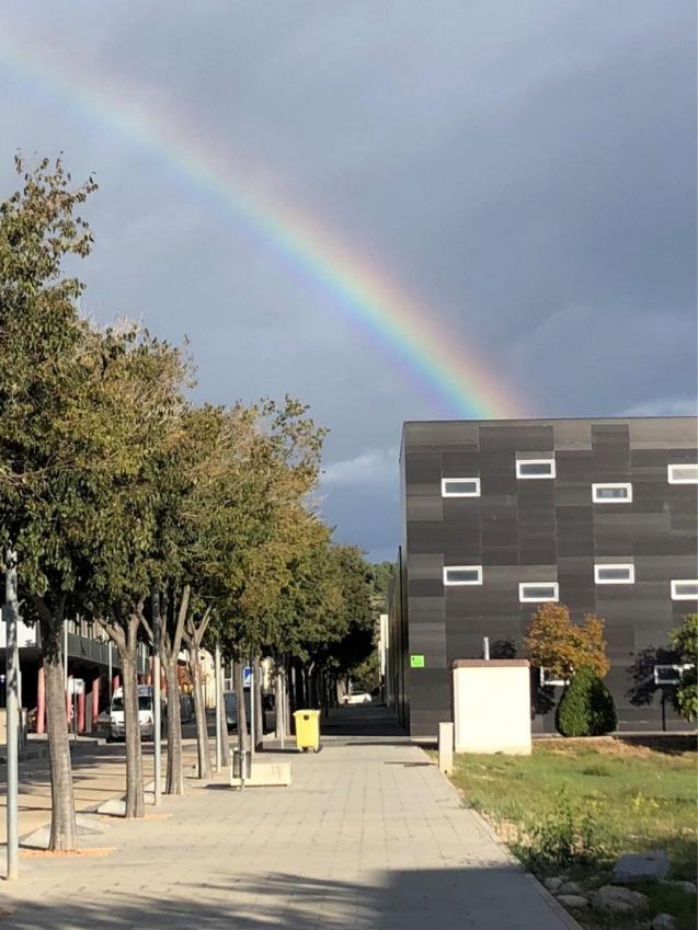 Last week as I was walking to a meeting in Parc Bit I saw a beautiful rainbow