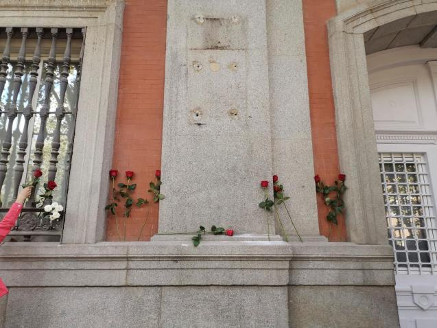 Flowers are seen where the plaque was removed