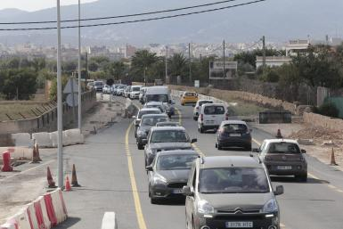 Traffic on Manacor road.