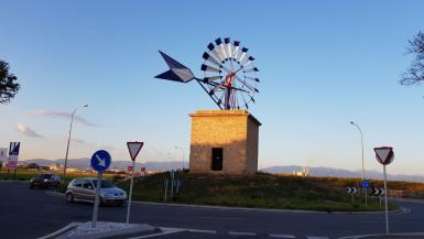 Roundabout access to Molinar in Palma.