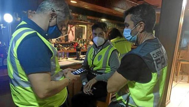 Police raid in Can Valero.