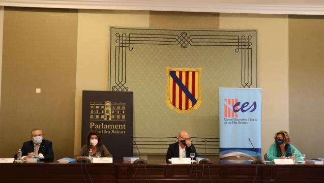 Presentation in the Balearic parliament's events hall