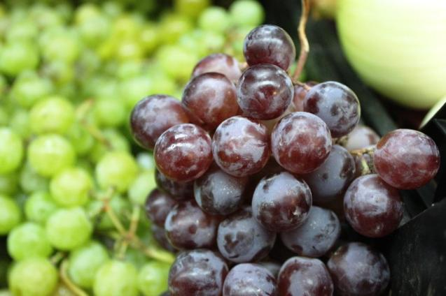 Grapes are rich in antioxidants that are beneficial for skin, liver, kidneys and bowels