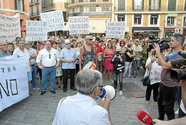 Protest against discharges into Palma bay, Mallorca