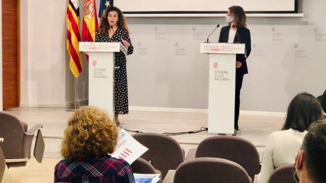 Balearic government spokesperson Pilar Costa and finance minister Rosario Sánchez