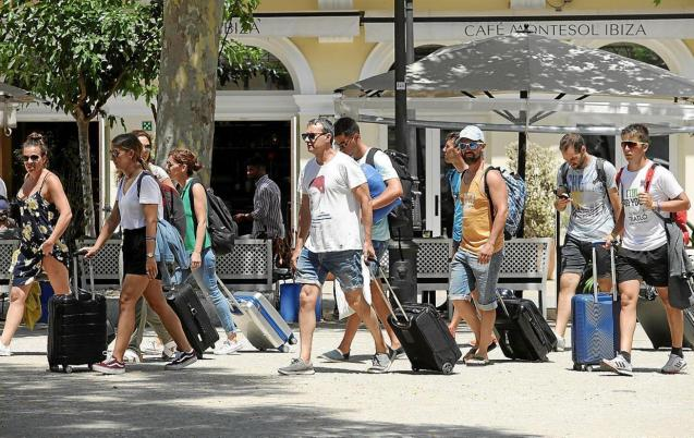 Tourists with their suitcases in Ibiza