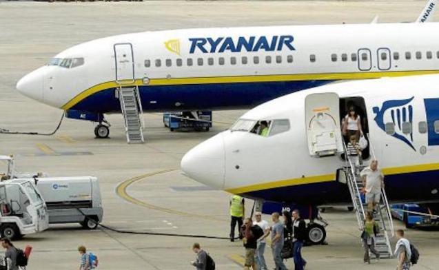 Ryanair planes, Paris