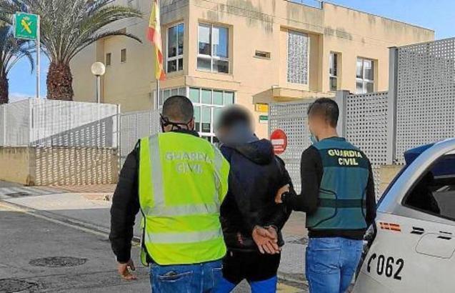 Police with suspect in Lloseta.