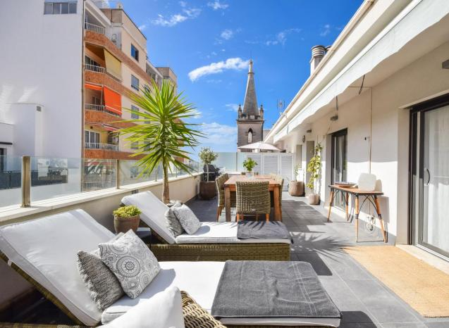 A beautiful, modern penthouse in the popular area of Santa Catalina in Palma