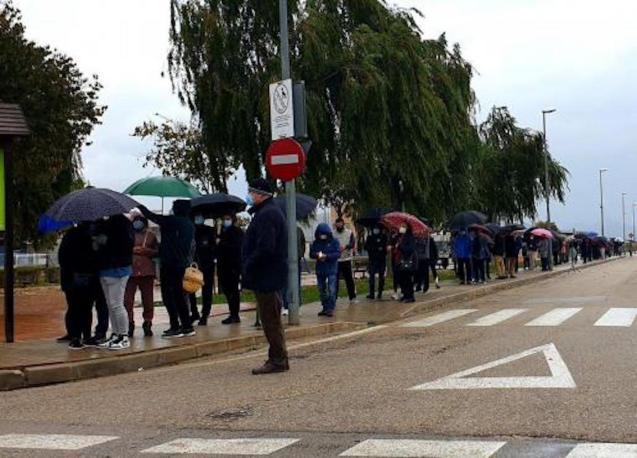 Covid screening queue in sa Pobla.