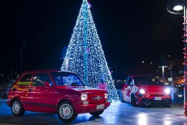 Spectacular Christmas tree and Fiat Abarths from different decades, 126 and 500.