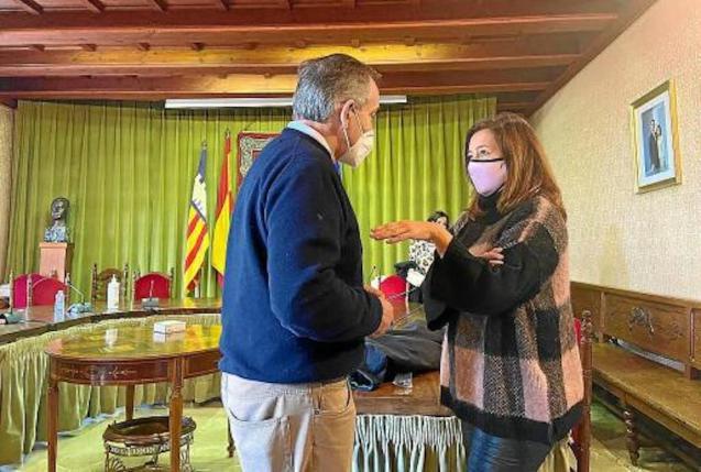 Francina Armengol, President of the Government & Carlos Simarro, Soller Mayor.