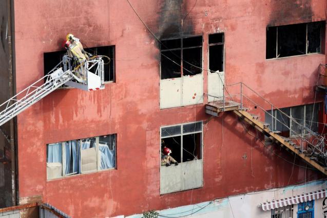 Blaze in abandoned warehouse in Barcelona suburb