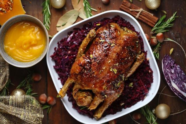 Spiced duck with red cabbage
