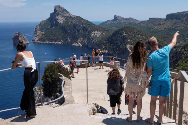 Visitors at the Es Colomer mirador in Formentor, Mallorca