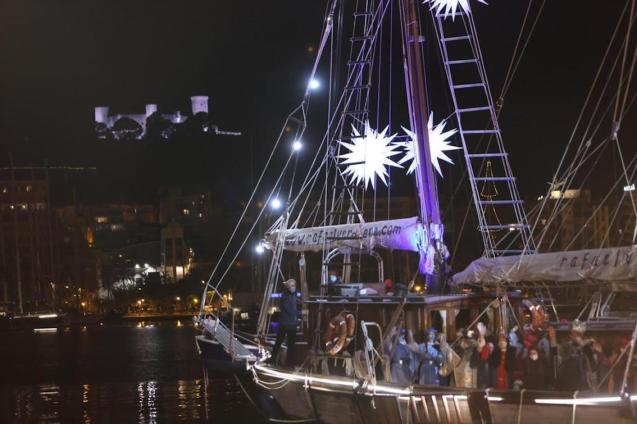The Three Kings arriving in Moll Vell, Palma.