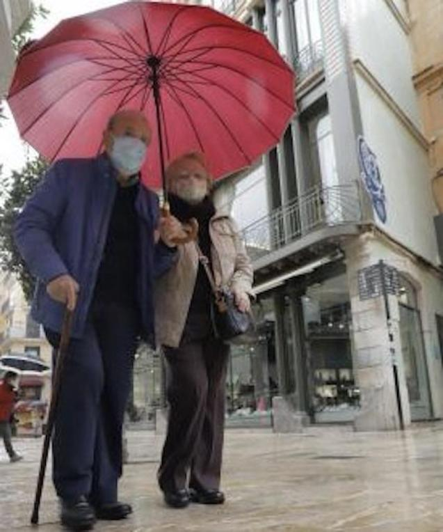 Shoppers in the rain in Palma.