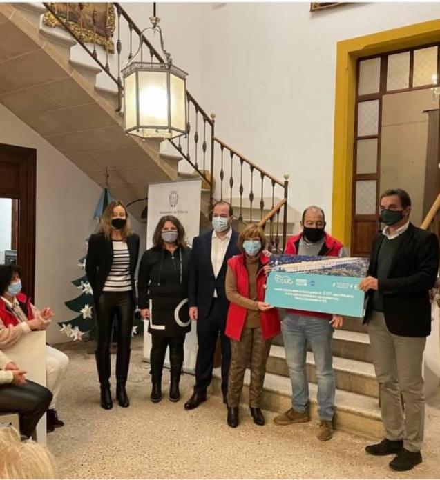 Formentor Solidario cheques for charity - Pollensa, Mallorca