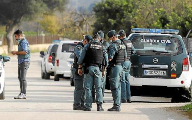 Guardia Civil Officers investigate Muro robbery.