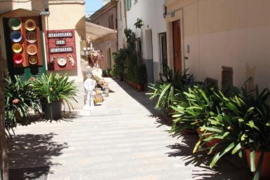 Carrer d'en Serra, Alcudia Old Town. archive photo.