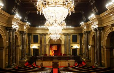 Parliamentary groups discuss the postponement of the Catalan elections.