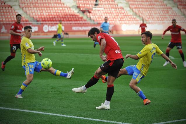 Mallorca fans' favourite Abdon Prats (R).