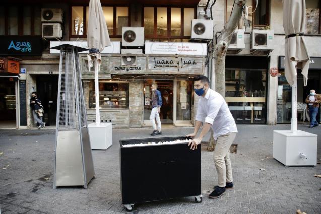 Restaurants in Mallorca have had to close.