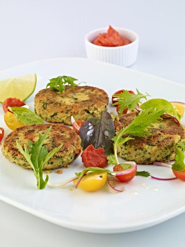 Spinach patties with harrisa mayonnaise