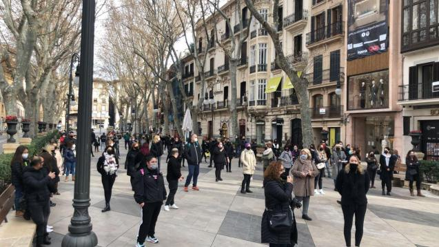 Hairdressers and beauticians protest in Palma, Mallorca