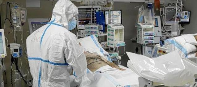 Healthcare worker and Covid patient in ICU.
