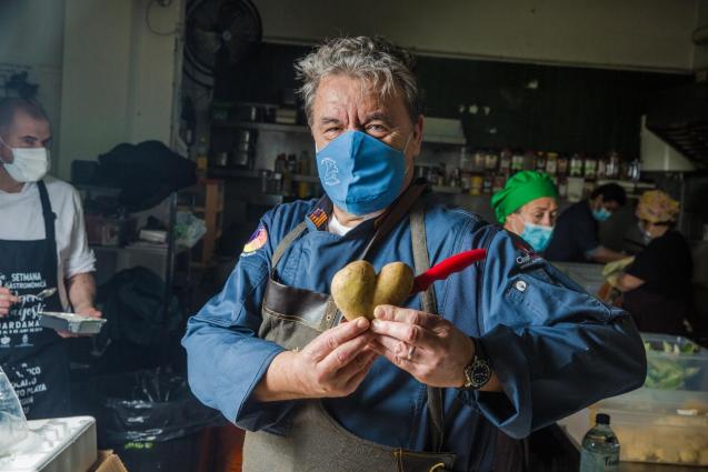 Koldo Royo in Asocació Tardor soup kitchen, Palma.
