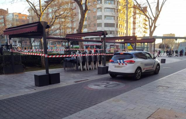 The local police in Palencia makes sure restrictions are in place