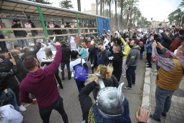 Protest against bar and restaurant closure in Mallorca