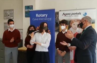 The Agora team Marianne Boulard, Kike Pursals, and Breno Casciello receiving their prize with Principal Rafael Barea and teacher Eva Fitz