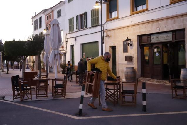 A bar closing in Minorca
